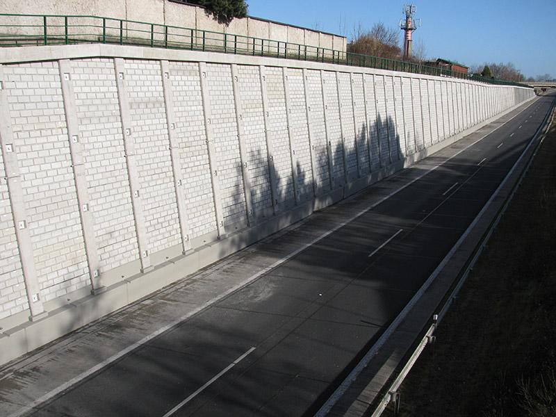 Zárubní zeď